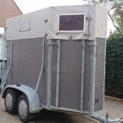 1.5 paards trailer met voorlader