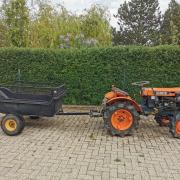 Kubota B7000 tractor met mestkar