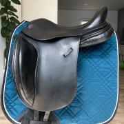 """Equestor de Wispelaere dressuurzadel 17"""" izgs"""