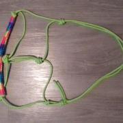 Touwhalster maat cob, fiador knoop en regenboog neusband