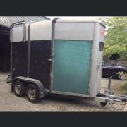 Nette 2 paards Ifor William trailer teruggekeurd!