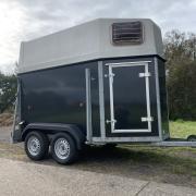 Mooie titan 1 1/2 paards trailer nieuw opgebouwd