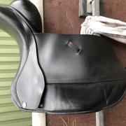 MSFC/Esta dressuurzadel 17,5 inch