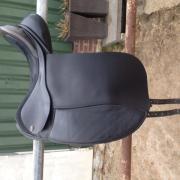 Fryso dressuurzadel buffelleer 17,5 x 4