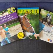 Diverse boeken paarden opleiding