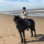 23 jarige bijrijdster opzoek naar paardje omg. Houten