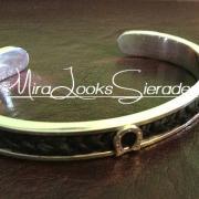 Zilveren cuff armband met hoefijzertjes