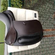 Kentaur Ithaka bruin dressuurzadel Swarovski 17,5