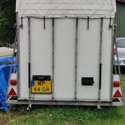 Mooie 2 paards trailer met zadelkamer