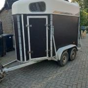 Waco 1,5 paards trailer inclusief reserve band.