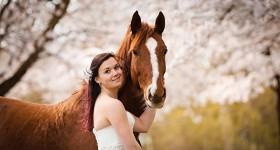 Bloesemshoot met trouwjurk door Nikki de Kerf