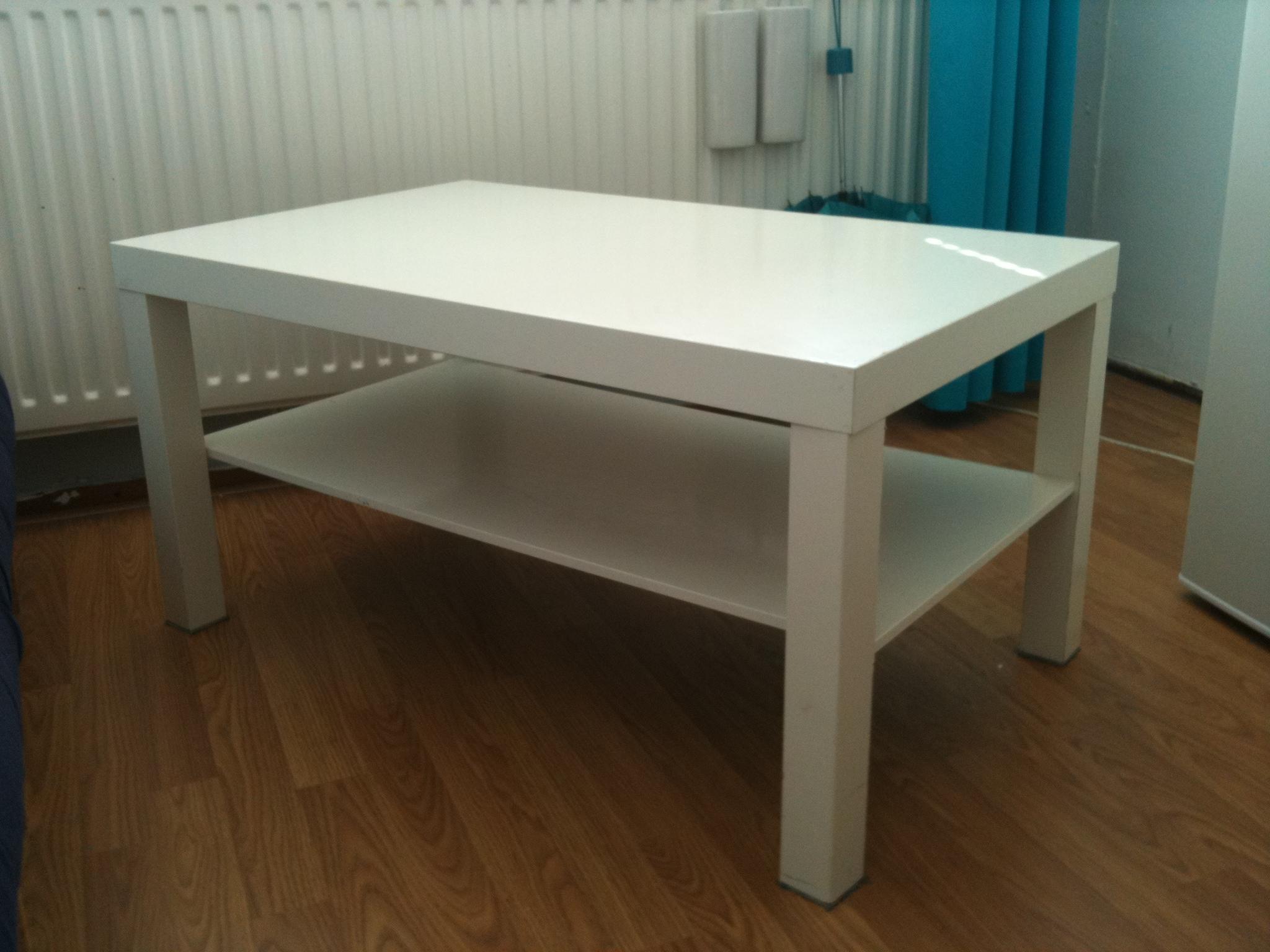 Salontafel witte poten salontafel wit met houten poten hout met een witte gladde portland - Keuken witte tafel ...