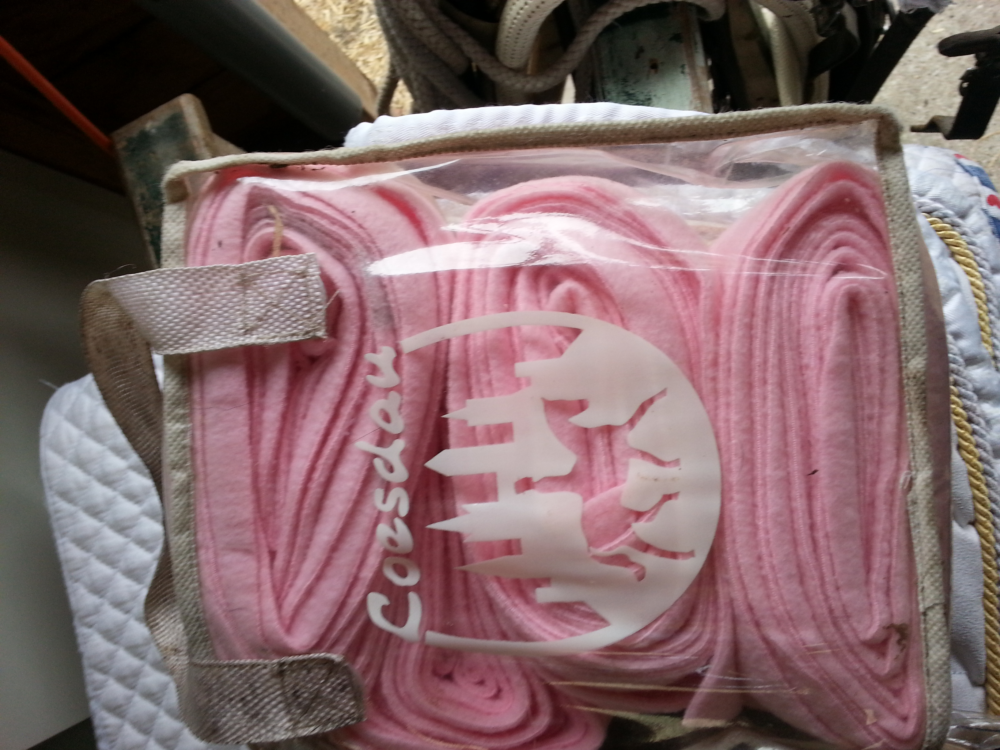 roze bandages en zandkleurige bandages. Black Bedroom Furniture Sets. Home Design Ideas