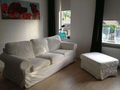 bijna nieuwe ikea ektorp 3 zits bank met hocker. Black Bedroom Furniture Sets. Home Design Ideas