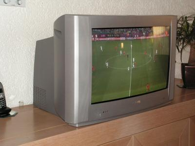 normale tv met 66 cm beeld. Black Bedroom Furniture Sets. Home Design Ideas