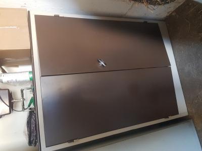 Kast Met Slot : Metalen bruine kast met slot en sleutel vaste prijs bokt