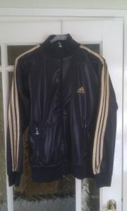 84e0c3762cf Zwart/goud Adidas vest maat 38/40 goede staat!! | Bokt.nl