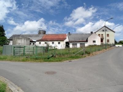 Eifelse boerderij met stallen en weides for Woonhuis met stallen
